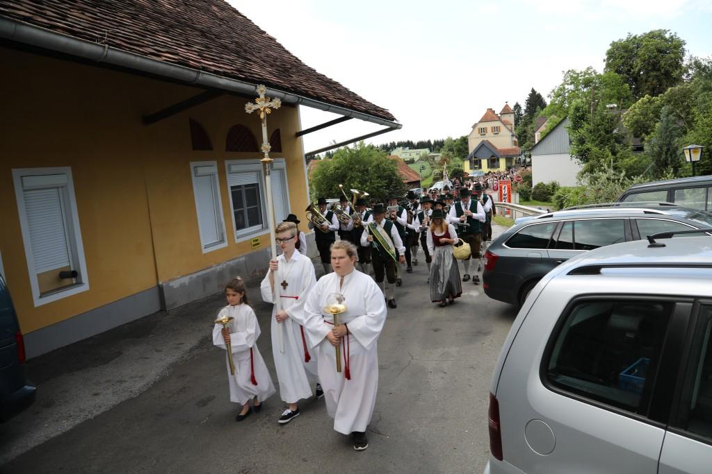 Einzug zur Pfarrkirche