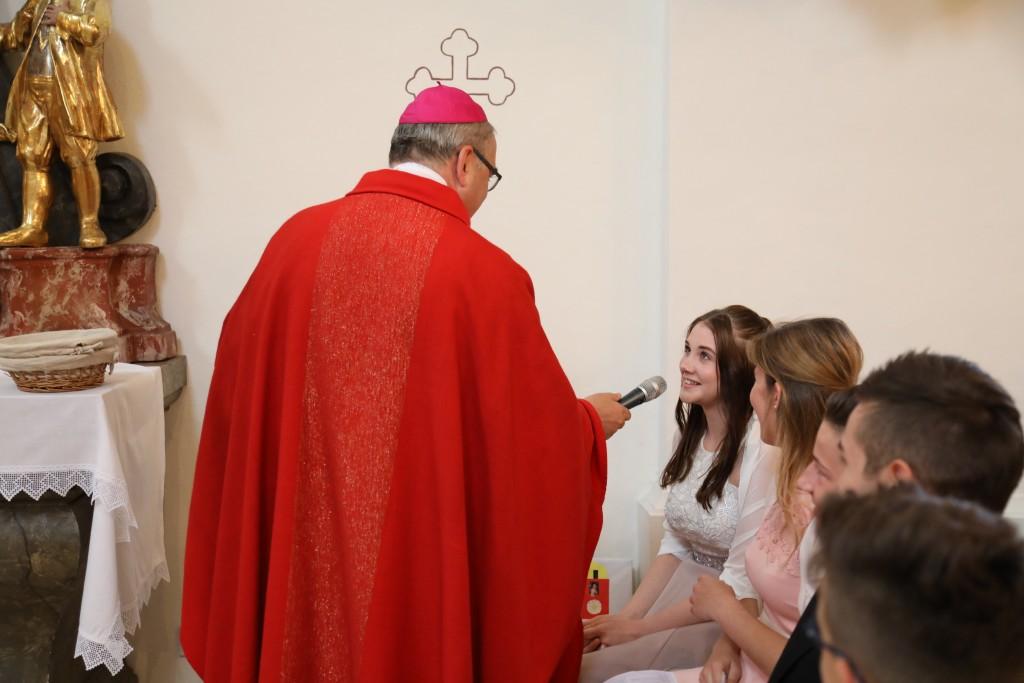 Der Bischof sprach mit jedem Firmling persönlich