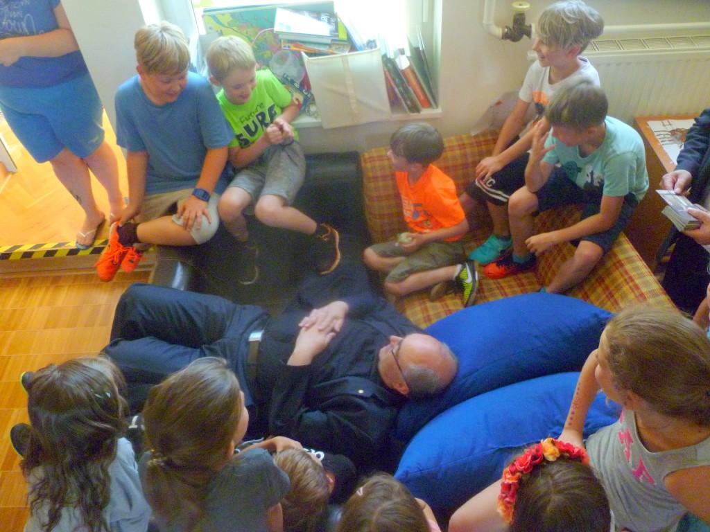 Der Bischof besuchte die Ganztagsschule in unserer VS
