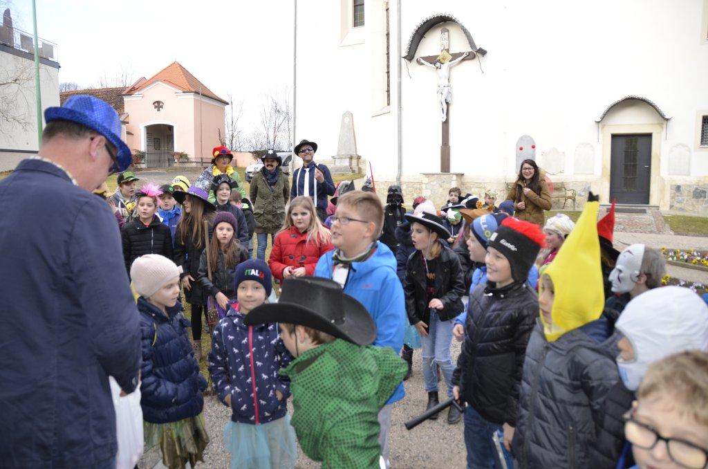 Volksschule besuchte die Gemeinde zu Fasching