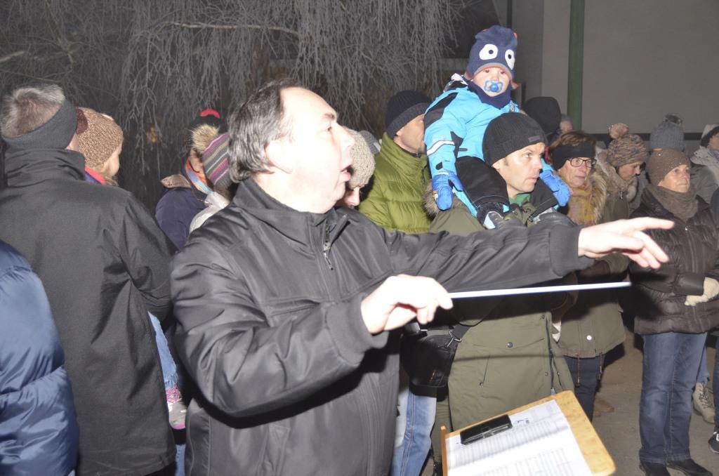 Manfred Lukas dirigiert das Jugendorchester