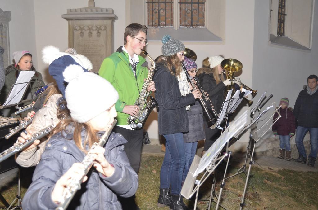 Die jungen MusikerInnen und MusikschülerInnen vom Musikverein