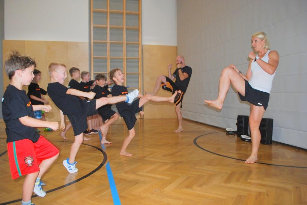 Patrick Grabner und Nicole Trimmel zeigen Grundlagen des Kickboxens