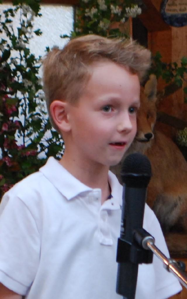 Maximilian Felgitscher mit einem Gedicht für seine Mutter