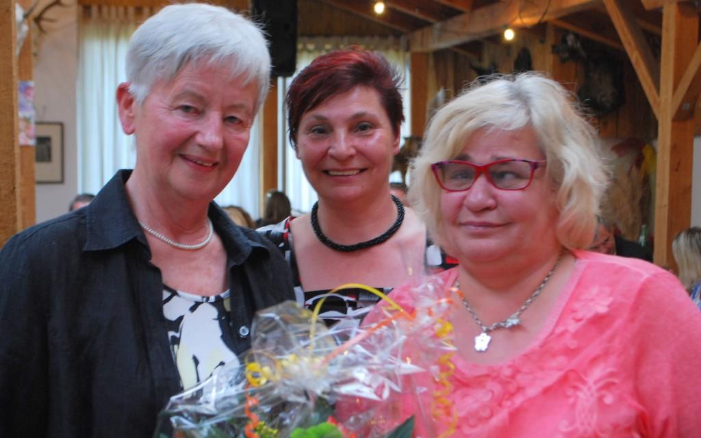 Resi Rössler, Obfrau Renate Heidinger und Patenkind Maria-Elisabeth