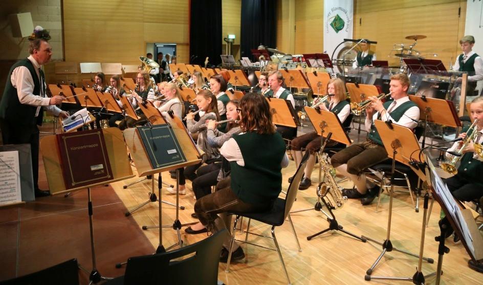 Jugendorchester unter der Leitung von Kpm-Stv. Manfred Lukas