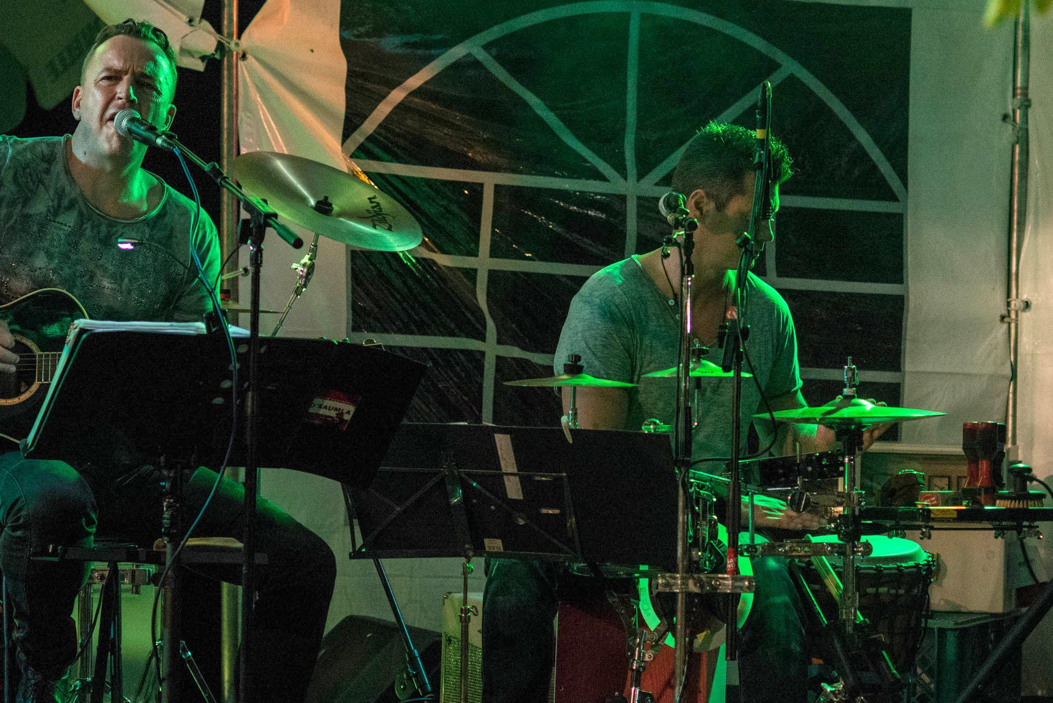 Die Ersatzband spielte für das Publikum bis nach Mitternacht ...