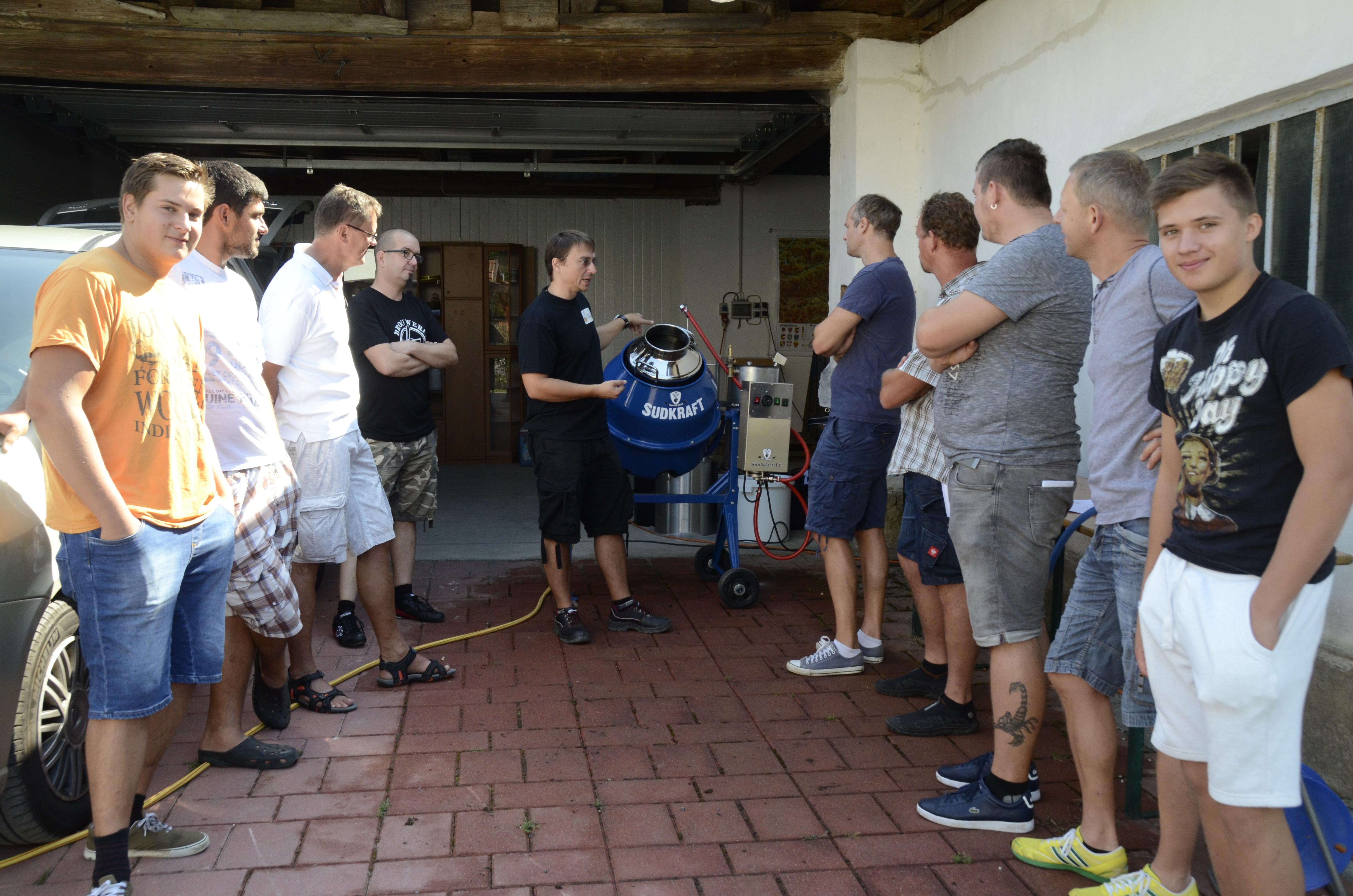 Vortragende vom Verein der Freunde des botanischen Gartens erklärten das Bierbrauen